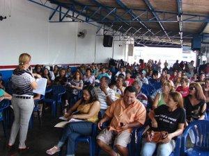 Trabalhadores em educação revoltados com Governo e deputados