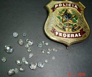 POLICIA FEDERAL APREENDE 30 PEDRAS DE DIAMANTES EM ESTADO BRUTO