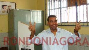 ELEIÇÕES RONDÔNIA: GARÇON VOTA NA ZONA SUL E DIZ ESTAR CONFIANTE NO SEGUNDO TURNO