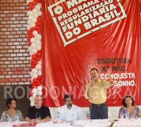 Prefeito entrega mais 2 mil escrituras na zona leste de Porto Velho