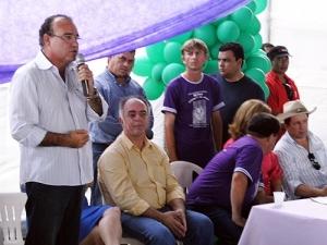 Jesualdo Pires entrega tanques de leite em Nova Mamoré e Alto Alegre