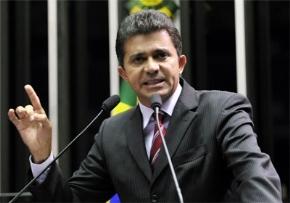 """Senador comenta reportagem do jornal O Globo sobre """"culpa do Incra em desmatamentos"""""""