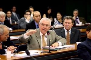 Agronegócio também precisa de ajuda na crise, diz Moreira Mendes