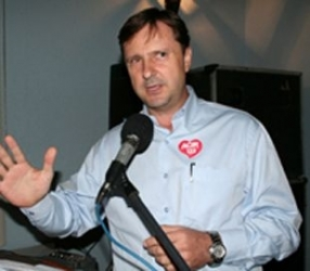 Ministro relator manda Acir se manifestar sobre nova denúncia