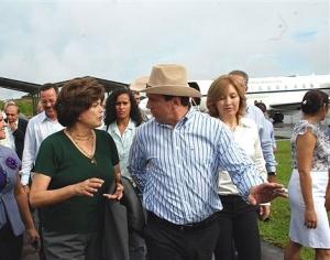 Cassol recebe ministra Dilma Roussef e comitiva em Porto Velho