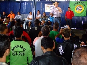 Cassol reafirma apoio ao mototaxi em evento na Capital