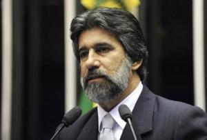 Raupp diz que população das reservas extrativistas e indígenas merece respeito