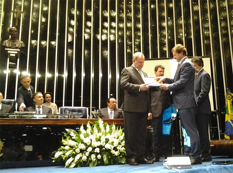 Empresário Assis Gurgacz recebe diploma por contribuição ao desenvolvimento