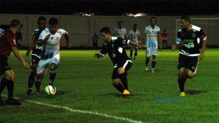 Estreando no Aluizão e com torre de luz apagada, Rondoniense goleia o Ji-Paraná por 3 a 0