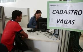 Oferta de empregos temporários cai e procura por emprego no Sine aumenta