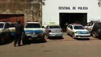 Homem é detido com várias porções de droga próximo a uma escola pública