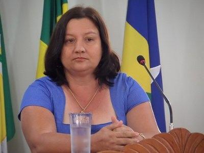 TJRO absolve prefeita condenada por demitir servidores concursados
