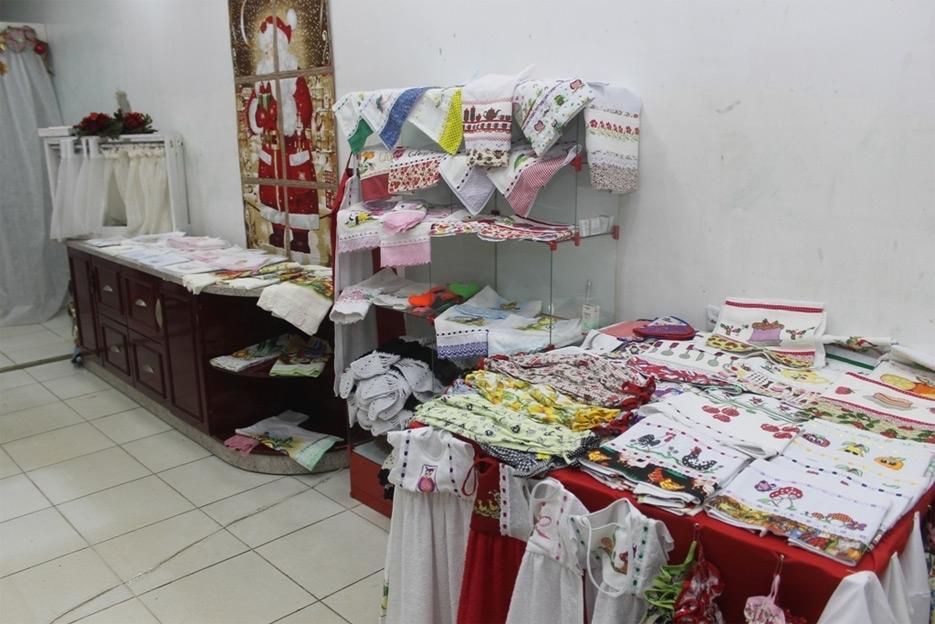 Feira de artesanatos é opção para comprar presentes de Natal em Ouro Preto