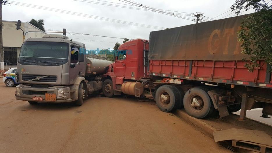 Mulher morre esmagada em acidente envolvendo caminhões em Porto Velho