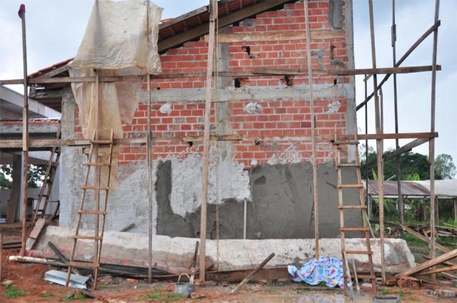 Pedreiro tem a cabeça esmagada por cobertura de concreto em construção