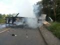 Motorista morre após tombar caminhão carregado de madeira na BR-174