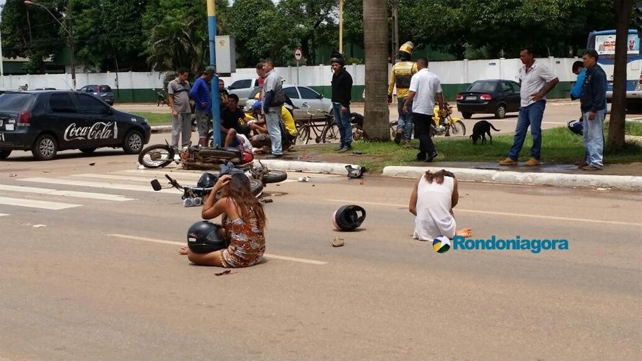 Recém-nascido e outras três pessoas ficam feridas em acidente envolvendo motos