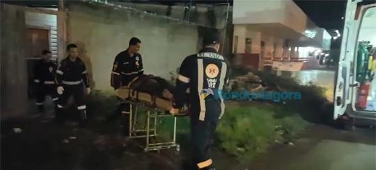 Homem invade casa, tenta matar jovem de 19 anos a tiros e em seguida foge