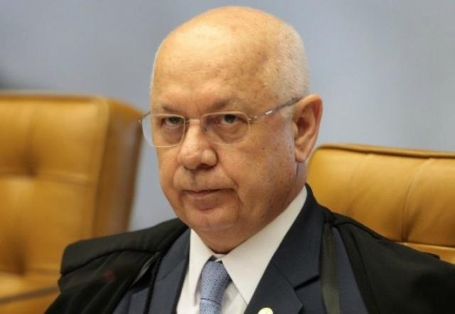 Ministro Teori estava em avião que caiu no litoral do Rio, dizem STF e família