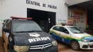 Menor de 14 anos e jovem de 27 roubam bolsa de mulher e são detidos na Zona Leste da capital