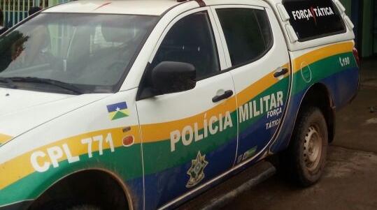 Dupla é detida vendendo drogas em frente de escola de Candeias do Jamari