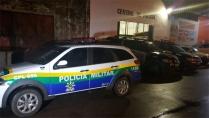 Mulher é presa após esfaquear homem durante desfile de bloco