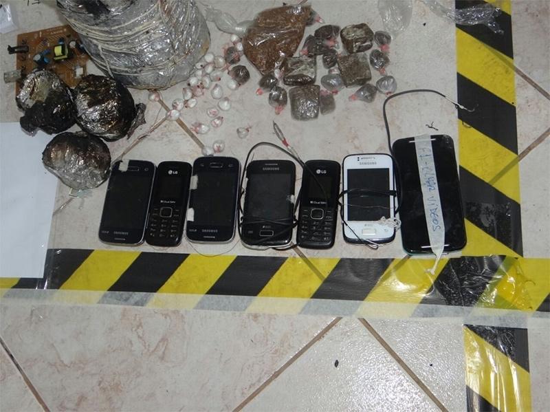 Devassa do Exército no Urso Branco encontra 19 celulares, 64 tabletes de drogas e 600 armas artesanais