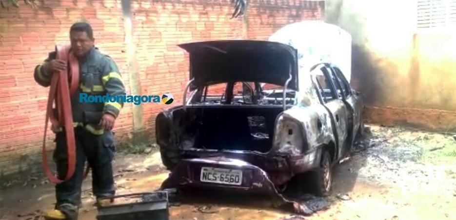 Trio assalta residência e incendeia carro em Porto Velho