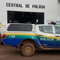 Jovem é preso em casa após furtar celular de comerciante na capital