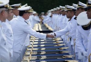 Marinha divulga editais de concurso com 239 vagas para nível superior