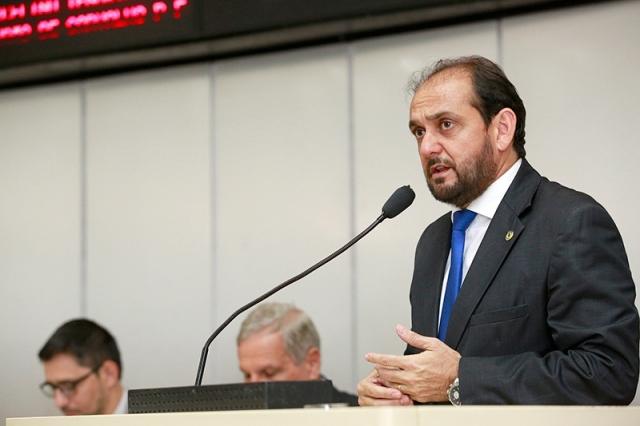 Laerte Gomes aponta necessidade serviços em centros esportivos do bairro Cohab