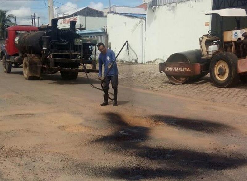 Secretaria de Obras de Ji-Paraná realiza operação tapa buracos em vários pontos da cidade