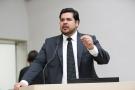 Jean de Oliveira solicita serviço de tapa-buraco em União Bandeirantes
