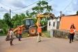 Casas desocupadas são demolidas pela defesa Civil Municipal