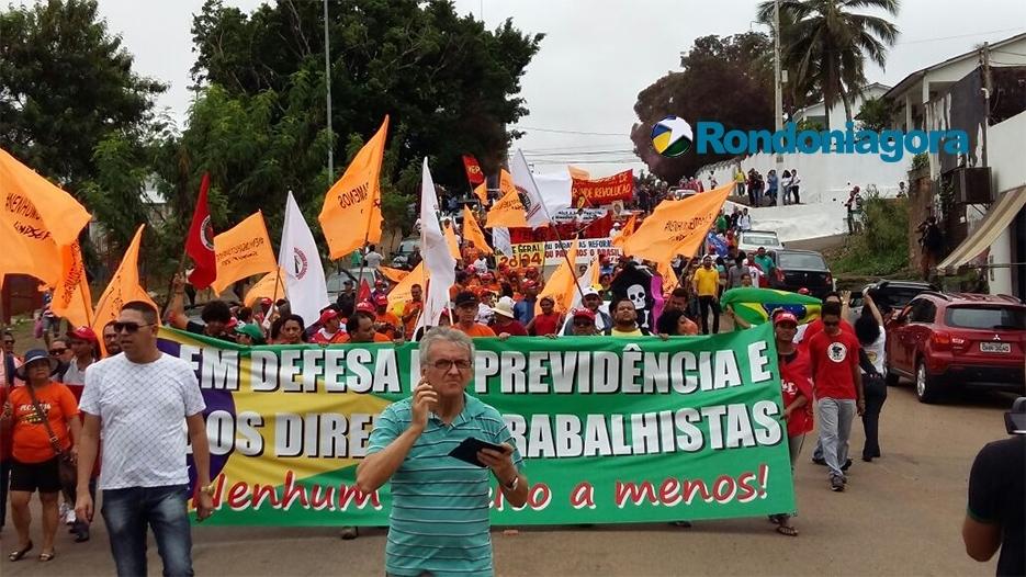 Greve geral: Adesão aumenta e centenas de trabalhadores saem às ruas de Porto Velho contra reformas