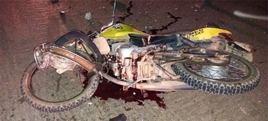 Choque frontal entre motos deixa dois mortos e um ferido