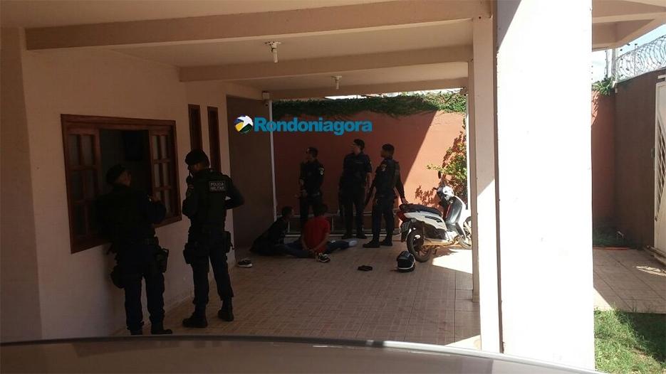 Dupla é presa após roubar populares na Zona Leste