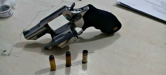 Dupla é detida com revólver após disparo no meio de rua da Zona Leste