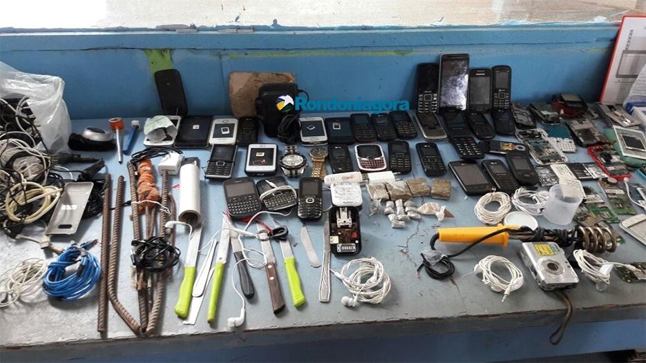 Agentes encontram dezenas de celulares, armas e drogas no Ênio Pinheiro