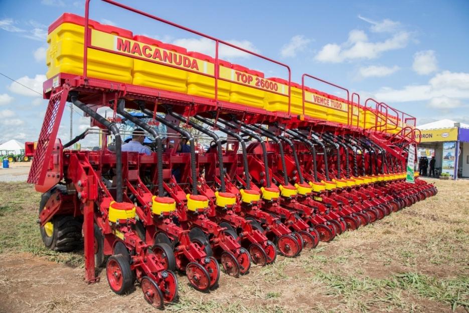 Expositores apresentam máquinas modernas e pesquisas que aumentam a produção agrícola