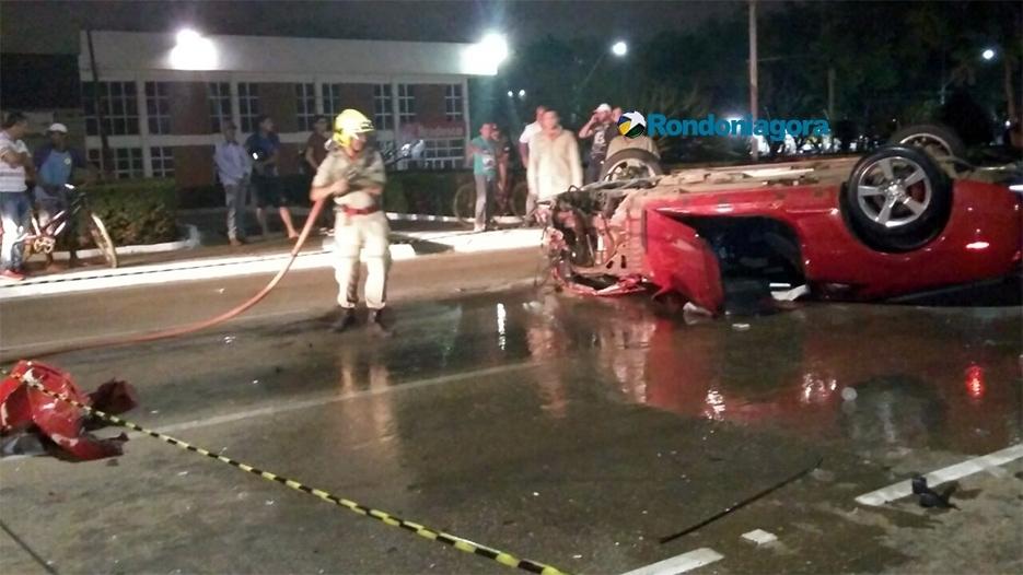Fotos: Em alta velocidade, motorista de Camaro perde controle, capota várias vezes e destrói Corsa em Porto Velho