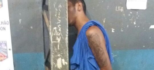 Jovem é preso após tentar matar mulher com várias facadas