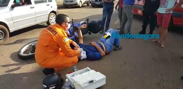 Motociclista sofre fratura no braço depois de cair em cruzamento