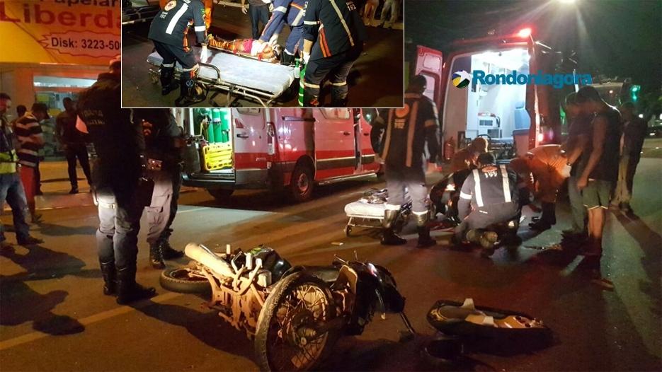 Motociclista é socorrida em estado grave após colidir em caminhão do lixo