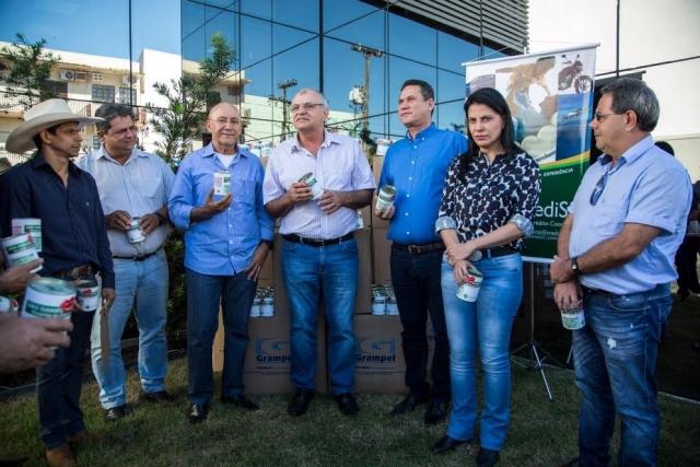 CrediSIS Leste doa mais 2 mil cofrinhos para Hospital do Câncer