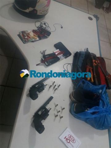 Dupla é presa com armas de empresa de segurança e confessa que iria assaltar parque de diversões