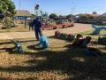 Praças com parque de pneus recebem manutenção em Ji-Paraná