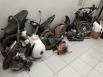 Polícia prende dupla em desmanche de motos roubadas; pelo menos cinco estavam em caixas