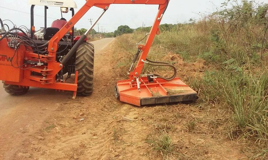 Roçadeira articulada ajuda na limpeza da zona rural da capital