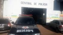 Vítima encontra veículo furtado na residência de acusado